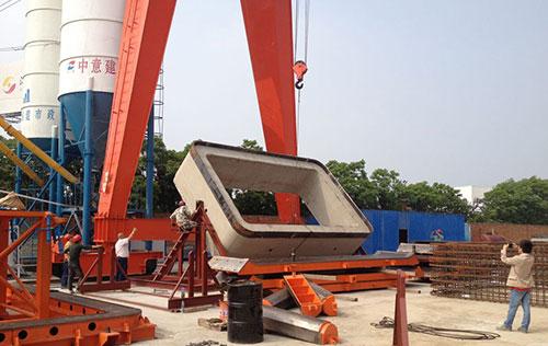 顶管翻管架用于扬州中意生产现场